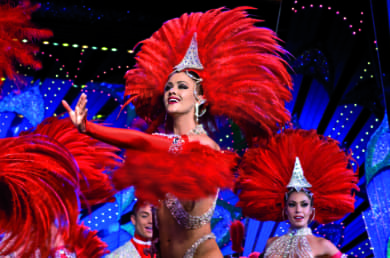 Photo d'une meneuse de revue du Moulin Rouge